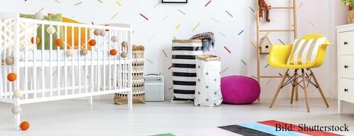 Bunte Wände in einem Babyzimer