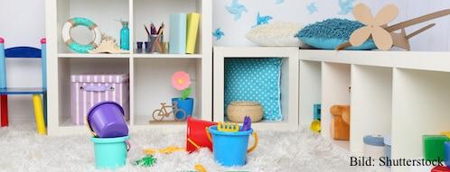 Zimmer mit Spielzeug für Babys